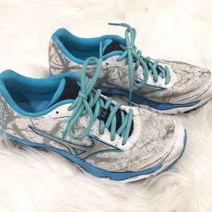 Mizuno Tennis Shoes